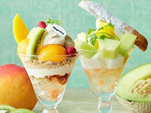 贅沢パフェ ハーゲンダッツ「紅茶ラテ」と4種フルーツ、メロンとミルク杏仁のパフェ