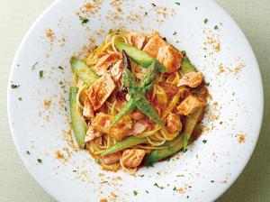 根室産時鮭とアスパラで作ったスパゲティボッタルガ風味