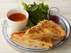 スモークチキンとチーズのフレンチトーストサンド